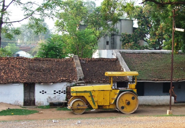 Road Roller (shot from a train, somewhere in MP, India, June 2007)